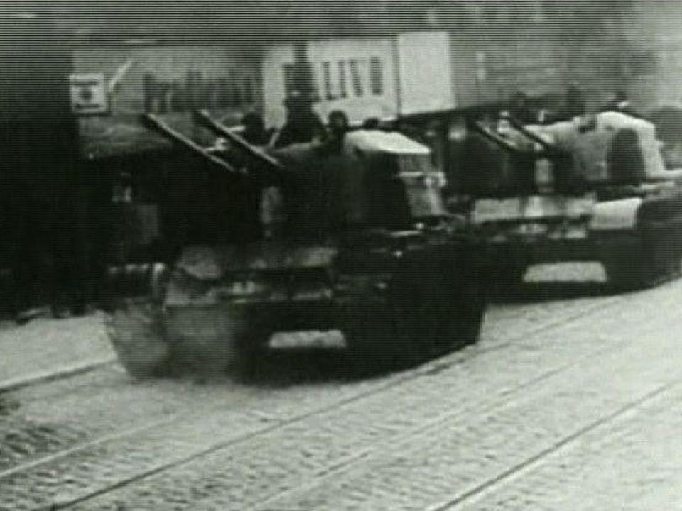 Arrivée des chars à Prague en 1969. [RTS]