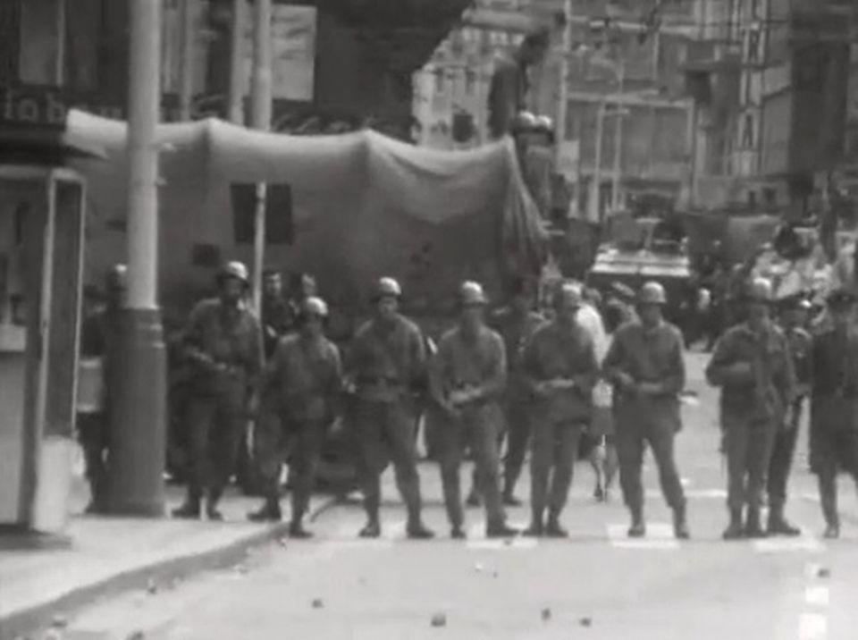Un an après l'intervention des troupes soviétiques à Prague, les Tchèques tentent toujours de résister - Temps Présent, 22 août 1969. [RTS]