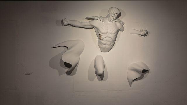 Superman, oeuvre de Adrian Tranquilli exposée à la Maison d'Ailleurs. [Anne Bichsel - RTS]