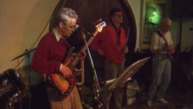 Concert dans un caveau de Cully. [RTS]