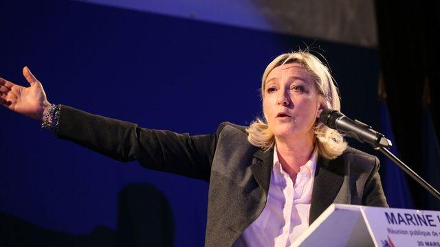 Marine Le Pen, présidente du Front National durant son discours de soutien au candidat Eric Dillies à Lille, le 20 mars 2014. [Citizenside/Thierry Thorel - AFP]