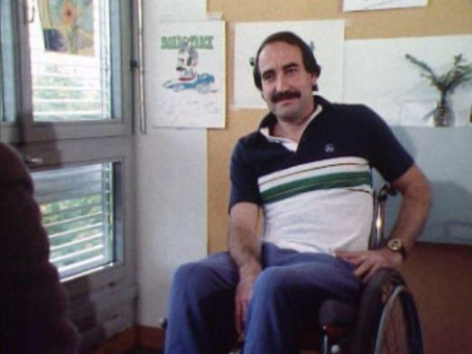 En 1980, le pilote suisse Clay Regazzoni est en traitement au centre pour paraplégiques de Bâle. [RTS]