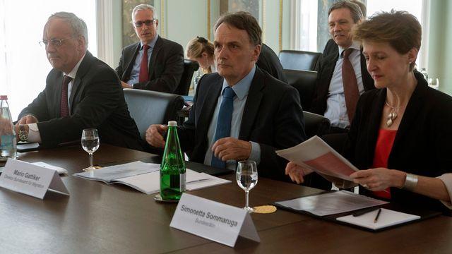 Johann Schneider-Ammann et Simonetta Sommaruga en conférence de presse mercredi. [Marcel Bieri - Keystone]