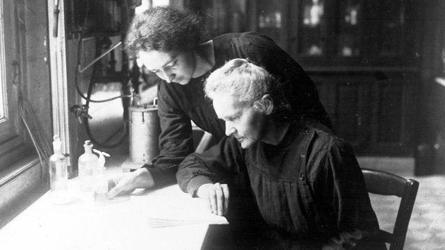 Marie Curie et sa fille Irène, mère d'Hélène Langevin-Joliot. AP NY Keystone [AP NY - Keystone]