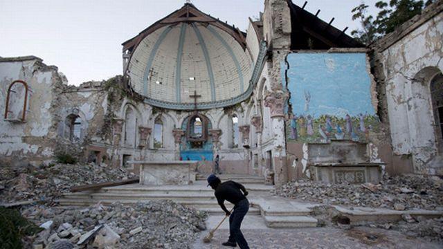 A quoi sont dus les tremblements de terre de Haïti, d'Italie et de Turquie? [Dieu Nalio Chery - Keystone]