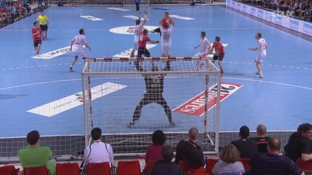 Petite finale, Suisse - Croatie (12-15): les Croates ont 3 longueurs d'avance à la mi-temps, malgré cette ultime tentative de Roman Sidorowicz. [RTS]