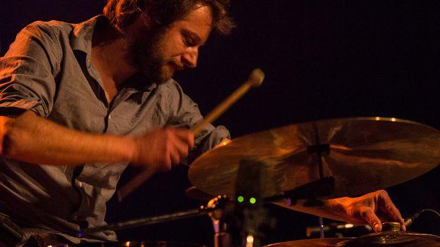 Nomade à la rencontre de Julian Sartorius, batteur et percussionniste