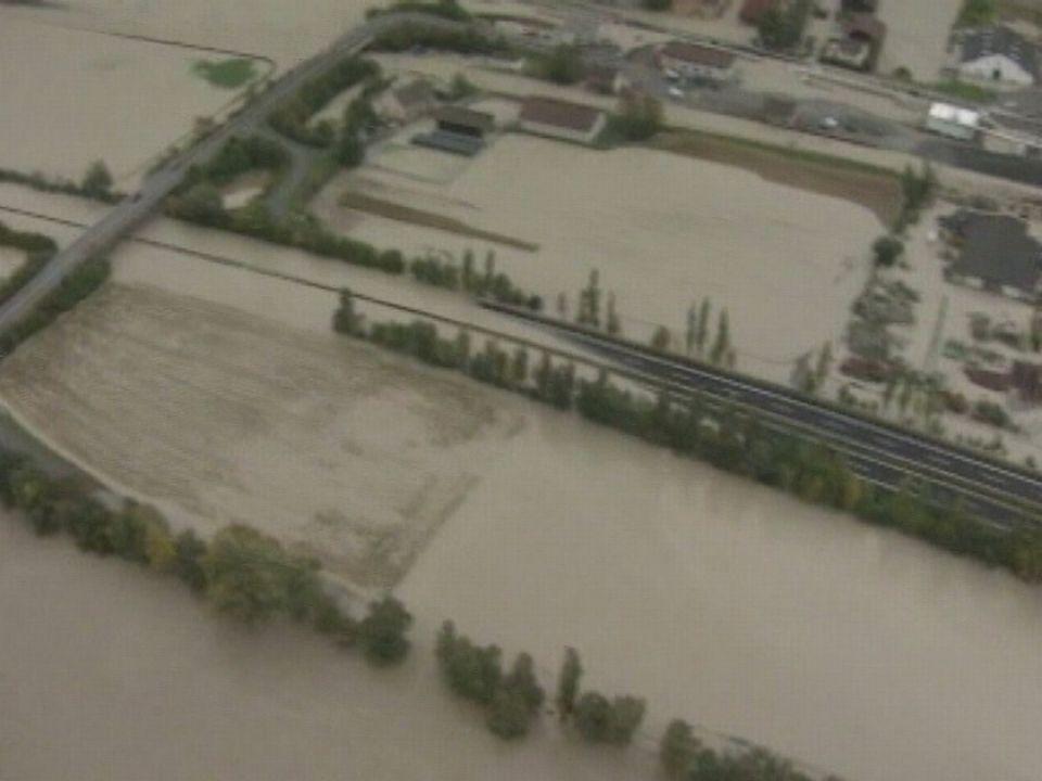 La plaine du Rhône inondée en octobre 2000 [RTS]