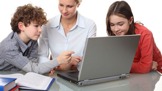 Les parents sont appelés à informer différemment leurs enfants sur la sexualité. [Jacek Chabraszewski - Fotolia]