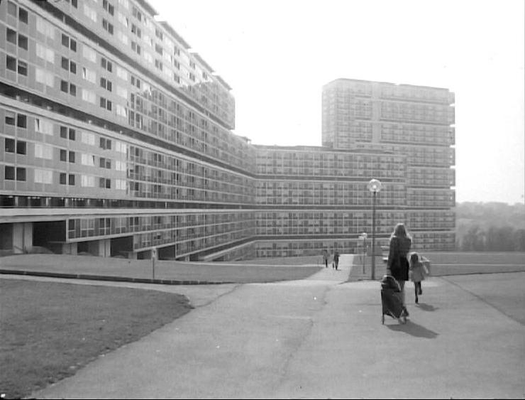 Miroir d 39 une suisse qui s 39 urbanise notre histoire for Miroir qui s ouvre
