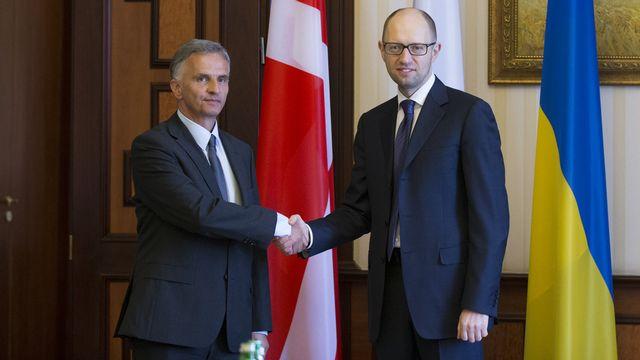 Didier Burkhalter, président de l'OSCE, et Arseni Iatseniouk, Premier ministre ukrainien. [Peter Klaunzer - Keystone]