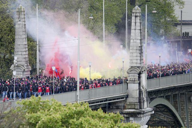 Les supporters du FC Bâle avant la finale de la Coupe de Suisse à Berne. [Peter Klaunzer - Keystone]