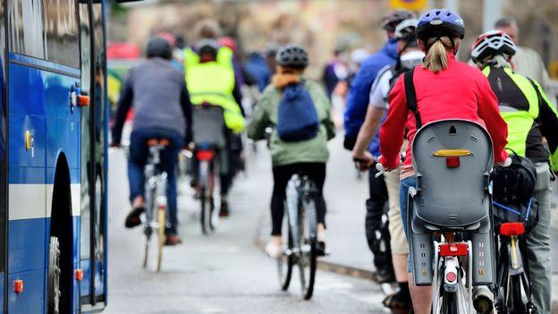 Faut-il libérer les vélos des feux rouges?