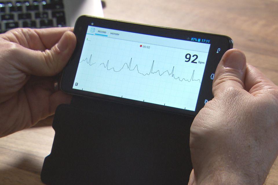 Équipé d'une coque spéciale, votre smartphone peut se transformer en électrocardiogramme. [RTS]