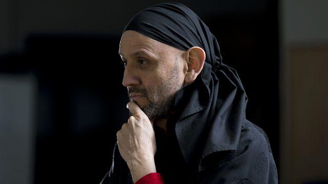 Omar Porras, le metteur en scène genevois et directeur du Teatro Malandro, est le lauréat de l'anneau Reinhardt 2014, la plus prestigieuse distinction dans le monde du théâtre en Suisse. [Geoffrey Cottenceau - Hand Out Bak]