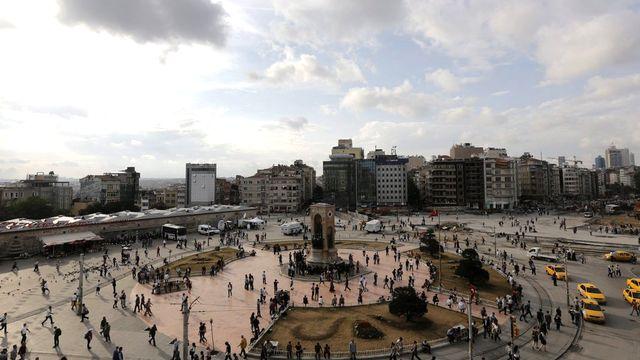 La place Taksim, ce mercredi 12 juin, est restée dans un calme fragile après les affrontements de la veille. [Keystone]