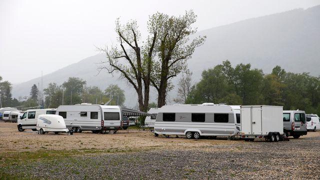 Les Yéniches occupent l'ancien site biennois d'Expo02, à Nidau [Peter Klaunzer - Keystone]