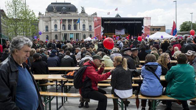 Un petit air de kermesse, ce 1er mai à Zurich... [Ennio Leanza - Keystone]