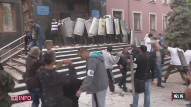Ukraine: des manifestants pro-russes s'emparent du parquet de Donetsk [RTS]