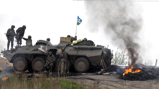Checkpoint des troupes ukrainiennes à proximité de Slaviansk, ce jeudi 2 mai 2014. [Baz Ratner - Reuters]