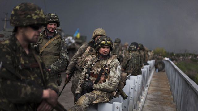 Les moyens de l'armée ukrainienne semblent limités. [Manu Brabo - AP Photo - Keystone]