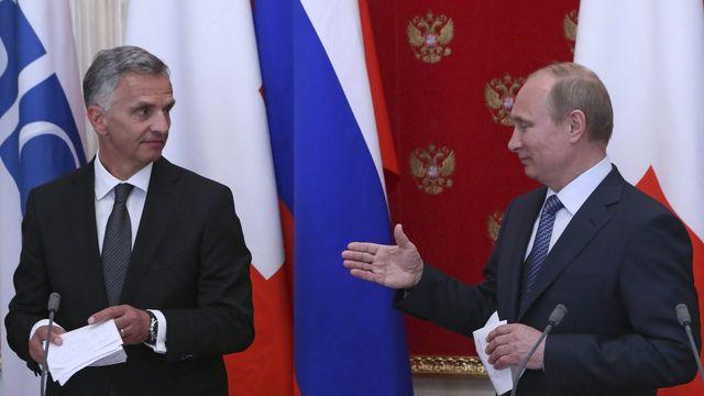 Didier Burkhalter (gauche) a rencontré mercredi Vladimir Poutine. [EPA/Sergei Karpukhin - Keystone]