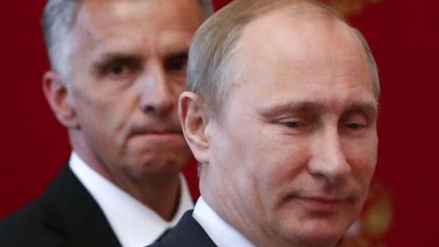Le président russe Vladimir Poutine et le président de la Confédération Didier Burkhalter. [Sergei Karpukhin - AP Photo]