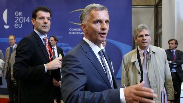 Didier Burkhaler rencontre les ministres des Affaires étrangères de l'UE à Bruxelles. [EPA/Olivier Hoslet - Keystone]