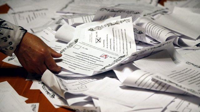 """Victoire massive du """"oui""""  au référendum organisé par les séparatistes pro-russes dans l'est de l'Ukraine. [EPA/Maxim Shipenkov - Keystone]"""