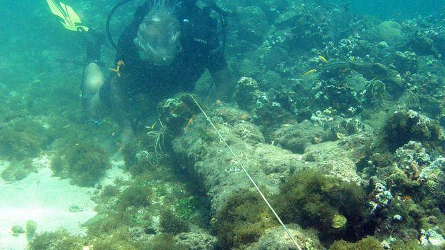 L'un des canons de l'épave qui serait celle de la Santa Maria, à proximité de la côte nord d'Haïti. [Keystone]