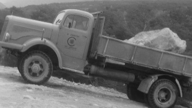 Travaux d'endiguement du Rhône au Bois de Finges en 1967 [RTS]