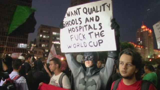 Manifestations anti-Mondial au Brésil [RTS]