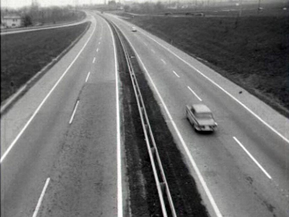 La griserie de la vitesse sur une belle autoroute romande.