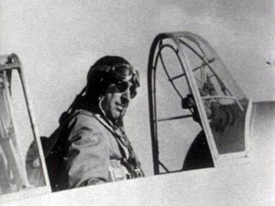 Il fut intégré à la chasse aérienne durant la guerre puis oeuvra chez Swissair.
