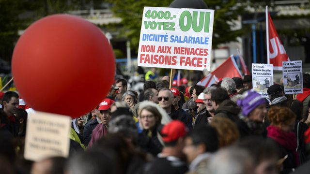 Les syndicats avaient profité du 1er mai pour promouvoir le salaire minimum. [Laurent Gilliéron - Keystone]