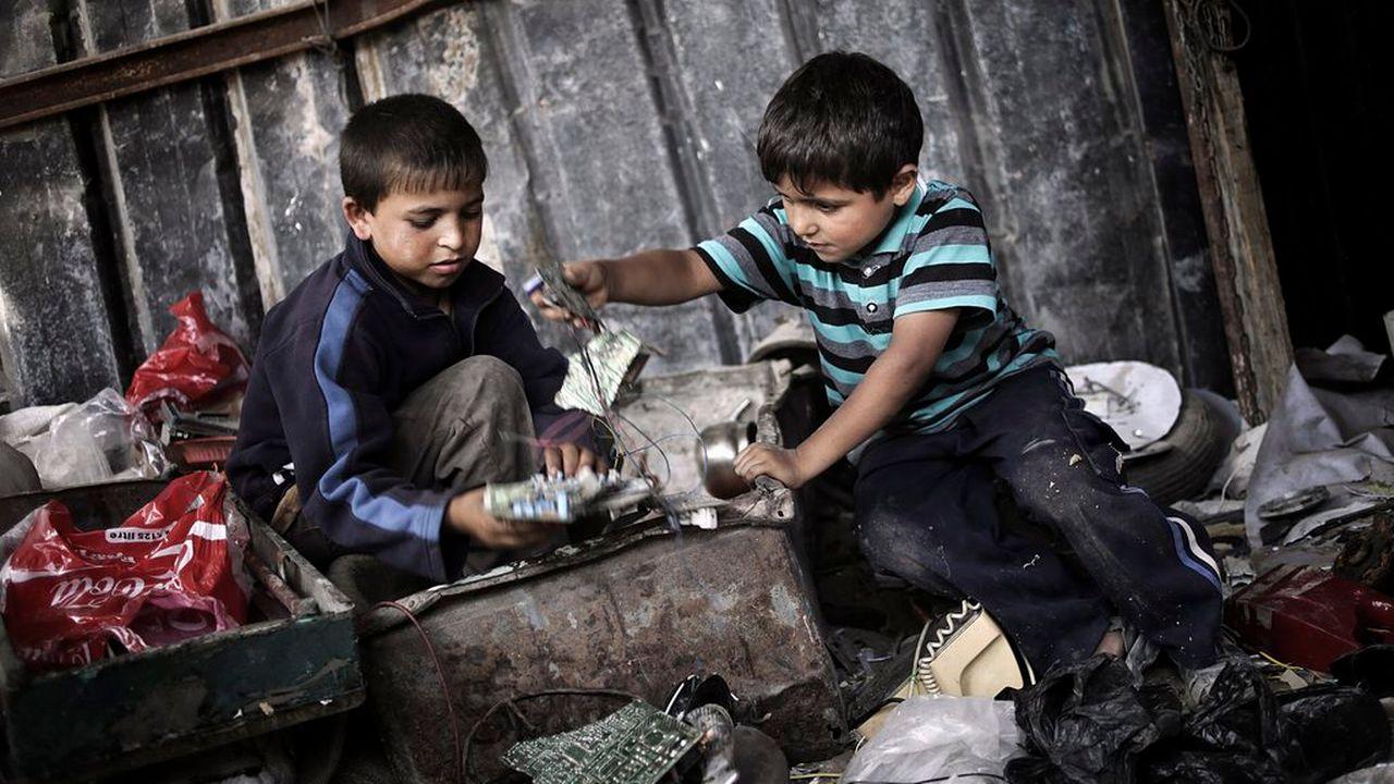 Plus de 21 millions de personnes, en majorité des femmes et des enfants, seraient victimes de travail forcé. [EPA/ALI ALI - Keystone]