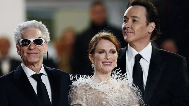 "David Cronenberg, Julianne Moore et John Cusack présentent ""Maps to the stars"" [EPA/IAN LANGSDON - Keystone]"