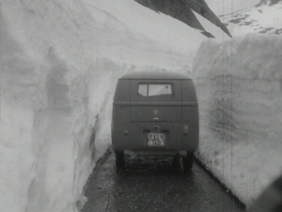 Sous la neige la route [RTS]