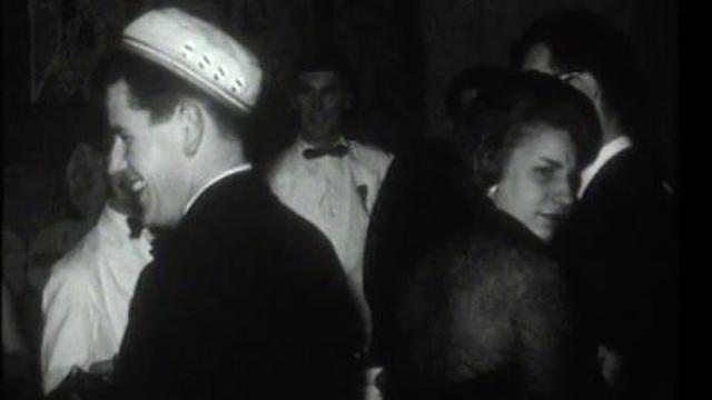 Etudiant au bal de l'Entraide de Lausanne 1964. [RTS]