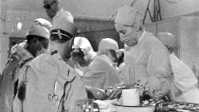 L'hôpital de Lausanne effectue sa 123e opération à coeur ouvert en 1963. [RTS]