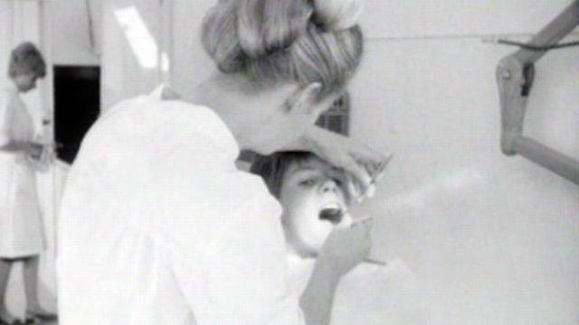 Un cabinet dentaire mobile inauguré en grandes pompes. [RTS]