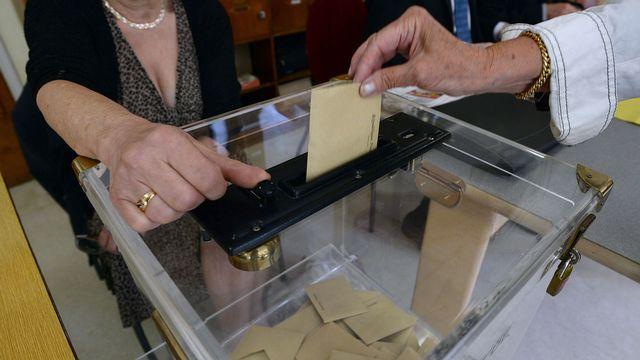La participation aux élections européennes est en légère hausse à la mi-journée en France. [Patrick Hertzog - AFP]
