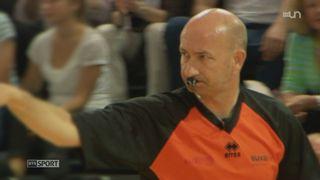 L'arbitre de basketball Eric Bertrand range son sifflet après 33 ans de carrière [RTS]