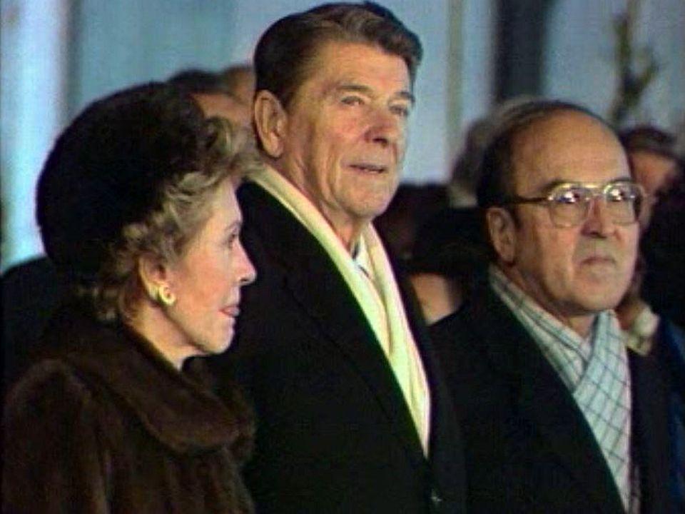 Le président Reagan est accueilli par Kurt Furgler à Genève.