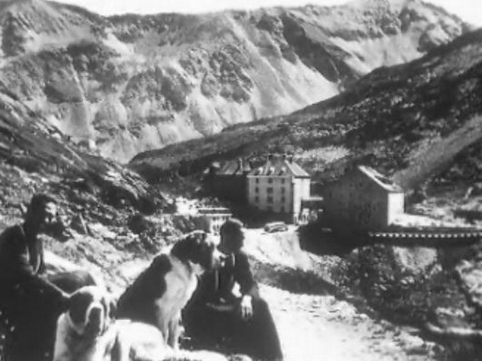 Les chanoines du Grand-Saint-Bernard en 1968. [RTS]