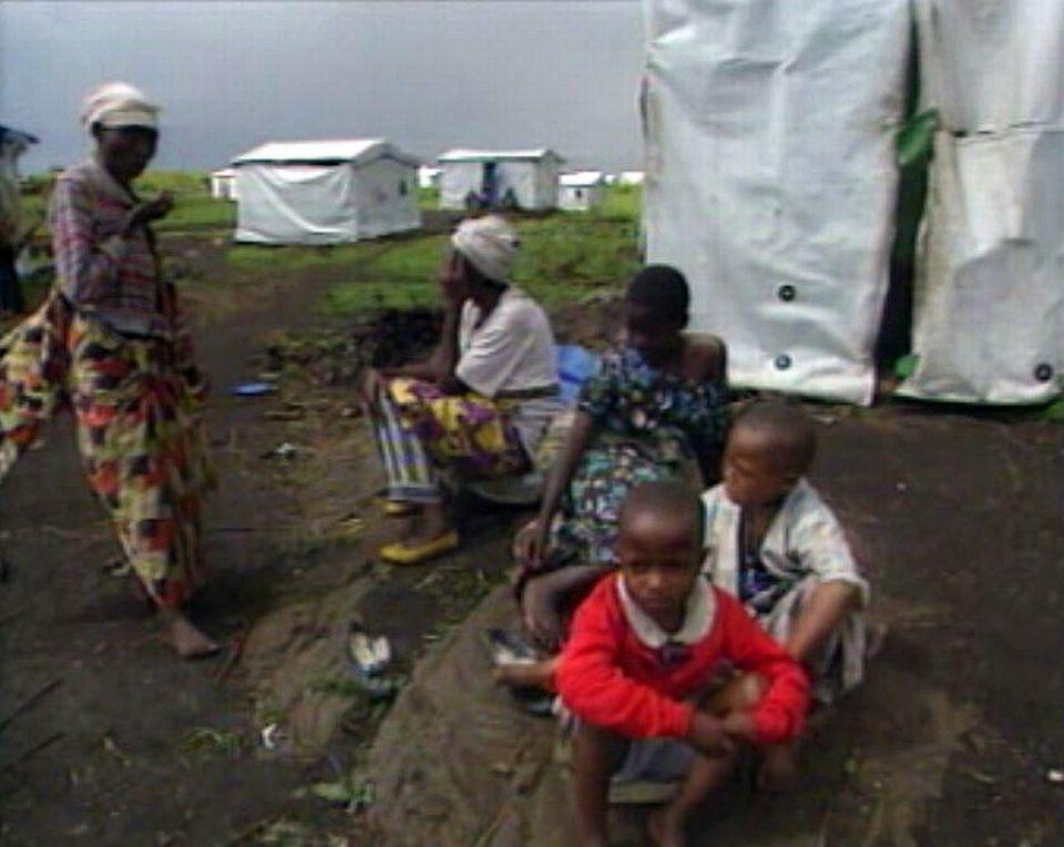 Les réfugiés hutus se regroupent aux frontières du Congo.