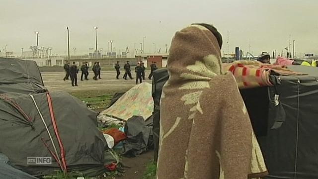 Evacuation de trois camps de migrants à Calais [RTS]