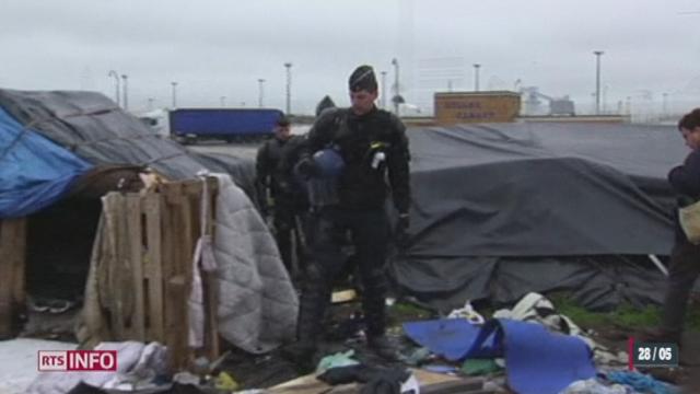 Trois camps de migrants à Calais (France) ont été évacués par les forces de l'ordre [RTS]