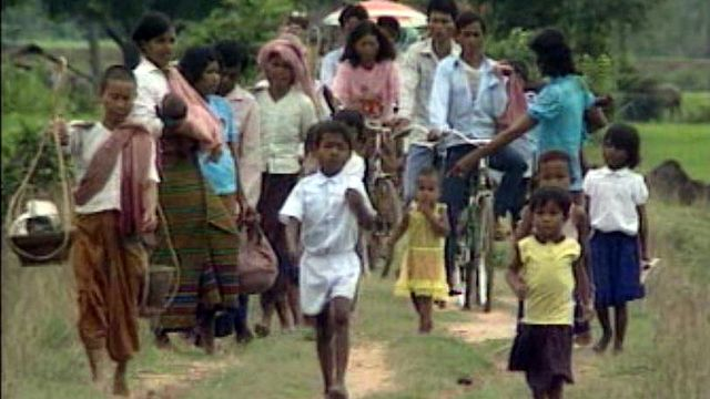 Reportage au Cambodge, 10 ans après la chute des Khmers.