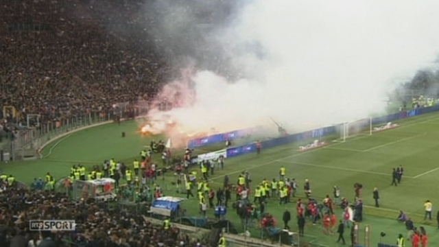Football - Coupe d'Italie: la finale entre Naples et la Fiorentina (3-1) a été marquée par des débordements entre les supporters [RTS]